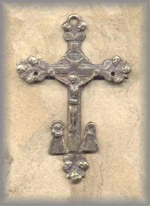 ECRX.200 - OLD MARTYR'S CROSS - antique, Peru/1800s - (3 in.)