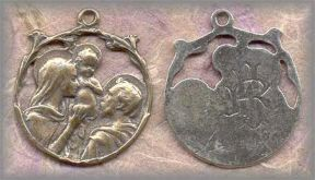 MHF.01 - HOLY FAMILY - antique, Europe/late 19c - (1in + ring.)