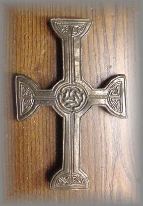 WG.33 - CELTIC CROSS CLONMACNOIS - (7 in.)