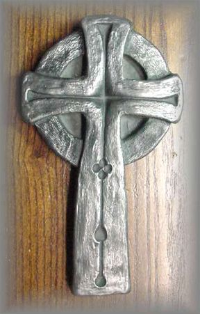 WG.91 - GLENDALOUGH CELTIC CROSS - (5.75 in. L x 3.25 in. W)